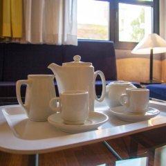 Отель Apartamentos Descartes Барселона в номере