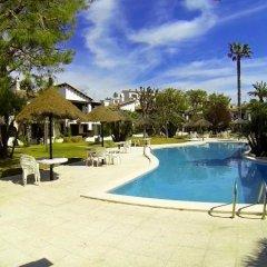 Отель Luxury Costa Dorada –Alorda Park бассейн