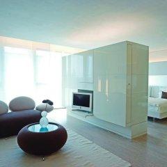 SIDE Design Hotel Hamburg 5* Улучшенный номер двуспальная кровать фото 3
