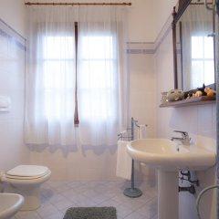 Отель Agriturismo Tra gli Ulivi Кастаньето-Кардуччи ванная