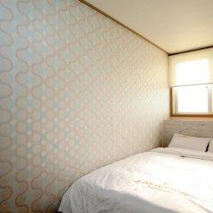 Отель K-POP GUESTHOUSE Seoul Station 2* Номер категории Эконом с двуспальной кроватью фото 6