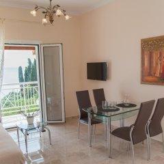Апартаменты Brentanos Apartments ~ A ~ View of Paradise Семейные апартаменты с двуспальной кроватью фото 18