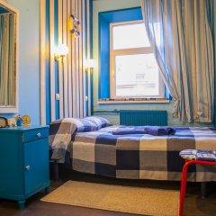 Мини-отель Pro100Piter Семейный номер Эконом с разными типами кроватей (общая ванная комната) фото 3