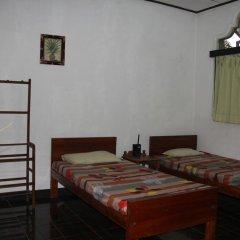 Sylvester Villa Hostel Negombo Кровать в общем номере с двухъярусной кроватью фото 11