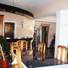 Отель Mondi's Guest House гостиничный бар