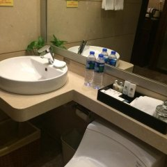 Отель Best Western Premier Shenzhen Felicity Hotel Китай, Шэньчжэнь - отзывы, цены и фото номеров - забронировать отель Best Western Premier Shenzhen Felicity Hotel онлайн ванная фото 2