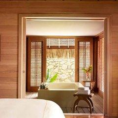 Отель Four Seasons Resort Bora Bora 5* Вилла с различными типами кроватей фото 9