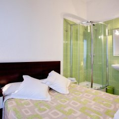 Отель Hostal Besaya Стандартный номер с двуспальной кроватью (общая ванная комната) фото 3