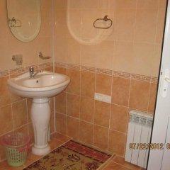 Отель Guest House NUR Кыргызстан, Каракол - отзывы, цены и фото номеров - забронировать отель Guest House NUR онлайн ванная