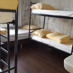 Amigo Budget Hostel Стандартный семейный номер с двуспальной кроватью