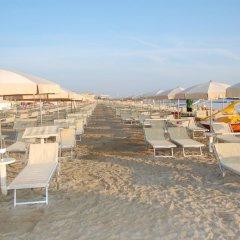 Отель Clitunno Италия, Римини - отзывы, цены и фото номеров - забронировать отель Clitunno онлайн пляж фото 2