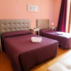 Отель Hostal Balmes Centro Стандартный номер с различными типами кроватей фото 5
