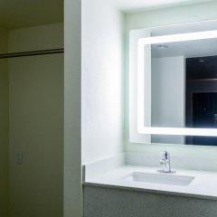Отель Hollywood Inn Express LAX 2* Стандартный номер с различными типами кроватей фото 11