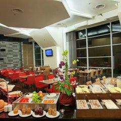 Отель PARKROYAL Serviced Suites Kuala Lumpur Малайзия, Куала-Лумпур - 1 отзыв об отеле, цены и фото номеров - забронировать отель PARKROYAL Serviced Suites Kuala Lumpur онлайн питание фото 3