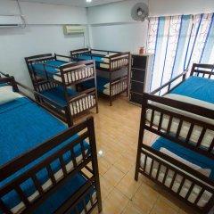 Alice Semporna Backpackers Hostel Кровать в женском общем номере с двухъярусной кроватью фото 5