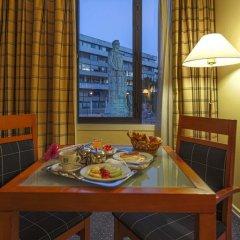Отель Holiday Inn Lisbon 4* Стандартный номер с разными типами кроватей фото 9