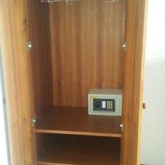 Отель Sunshine Guesthouse сейф в номере