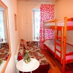 Хостел Арина Родионовна Кровать в общем номере с двухъярусной кроватью