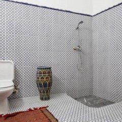 Отель 2 BR Charming Apartment Fes Марокко, Фес - отзывы, цены и фото номеров - забронировать отель 2 BR Charming Apartment Fes онлайн ванная фото 2