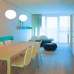 SIDE Design Hotel Hamburg 5* Улучшенный номер двуспальная кровать