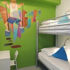 RedDoorz Hostel Стандартный номер с 2 отдельными кроватями (общая ванная комната)