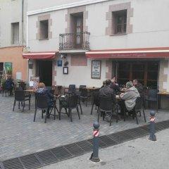 Отель Hostal L'esquella Сант-Марти-де-Сентеллес гостиничный бар