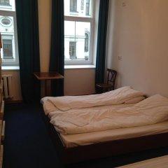 Отель Budget Central 2* Стандартный семейный номер с двуспальной кроватью