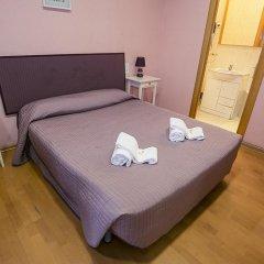 Отель Hostal Balmes Centro Стандартный номер с двуспальной кроватью