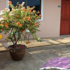 Отель Baan Phil Guesthouse фото 2