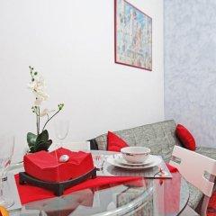 Отель Apartamentos Alejandro Барселона бассейн