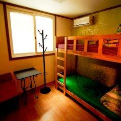 Отель Kimchee Hongdae Guesthouse Стандартный номер с 2 отдельными кроватями фото 2