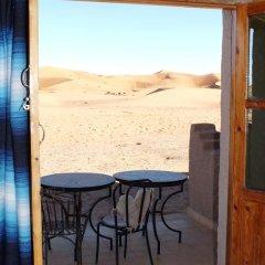 Отель Auberge De Charme Les Dunes D´Or Марокко, Мерзуга - отзывы, цены и фото номеров - забронировать отель Auberge De Charme Les Dunes D´Or онлайн балкон