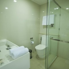 Отель Marvin Suites Бангкок ванная фото 2