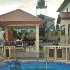 Отель Providence Royale Guest House бассейн