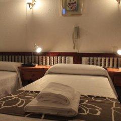 Отель Hostal Esmeralda Стандартный номер с различными типами кроватей фото 13