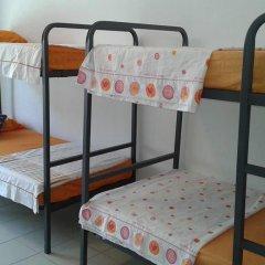 Отель Go Bcn Hostal Ideal Badal Стандартный семейный номер с двуспальной кроватью (общая ванная комната) фото 8