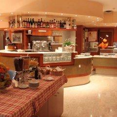 Отель Appartamenti Rosa Италия, Абано-Терме - отзывы, цены и фото номеров - забронировать отель Appartamenti Rosa онлайн гостиничный бар
