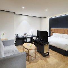 Отель H10 Puerta de Alcalá 4* Стандартный номер с двуспальной кроватью фото 10