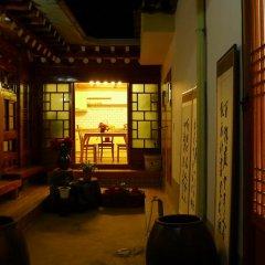 Отель HanOK Guest House 202 2* Стандартный номер с двуспальной кроватью (общая ванная комната) фото 2