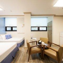Отель K-guesthouse Sinchon 2 2* Семейный номер Делюкс с двуспальной кроватью фото 5