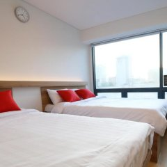 Отель STEP INN Myeongdong 1 3* Стандартный семейный номер с двуспальной кроватью фото 5