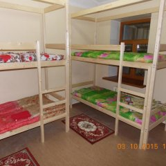 Гостиница Star House Osobnyak Кровать в мужском общем номере с двухъярусной кроватью
