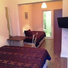 Nobel Hostel Стандартный номер с двуспальной кроватью (общая ванная комната) фото 3