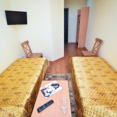 Гостиница Маяк в Новоалтайске 4 отзыва об отеле, цены и фото номеров - забронировать гостиницу Маяк онлайн Новоалтайск комната для гостей фото 2