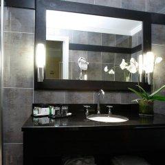 Отель Hôtel California Champs Elysées 4* Улучшенный номер с различными типами кроватей