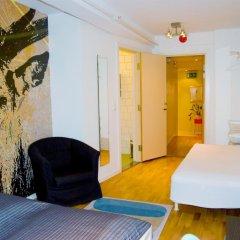 Отель Marken Guesthouse Стандартный номер фото 12
