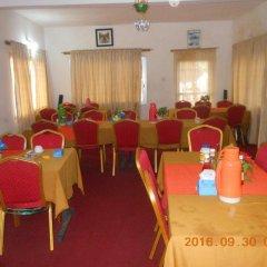Отель Mariam Сьерра-Леоне, Фритаун - отзывы, цены и фото номеров - забронировать отель Mariam онлайн помещение для мероприятий фото 2