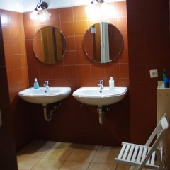 Small Funny World Athens - Hostel ванная