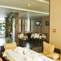 Отель Menada Oasis Resort Apartments Болгария, Солнечный берег - отзывы, цены и фото номеров - забронировать отель Menada Oasis Resort Apartments онлайн питание фото 3