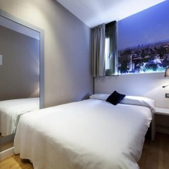 Отель Hostal Bcn Ramblas Стандартный номер с различными типами кроватей фото 3